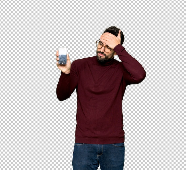 Handsome man with glasses with troubled holding broken smartphone Premium Psd