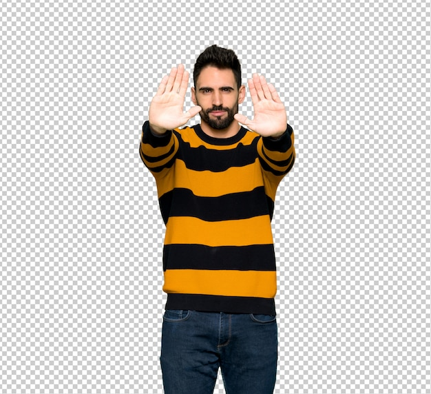 Handsome man with striped sweater making stop gesture for disappointed with an opinion Premium Psd