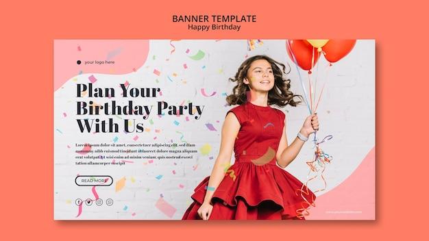 Modello della bandiera di buon compleanno con ragazza in abito rosso Psd Gratuite