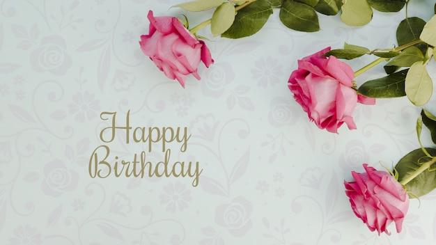 С днем рождения макет и вид сверху цветы Бесплатные Psd