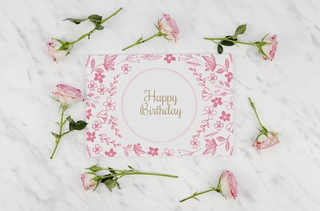 С днем рождения макет и розы Бесплатные Psd