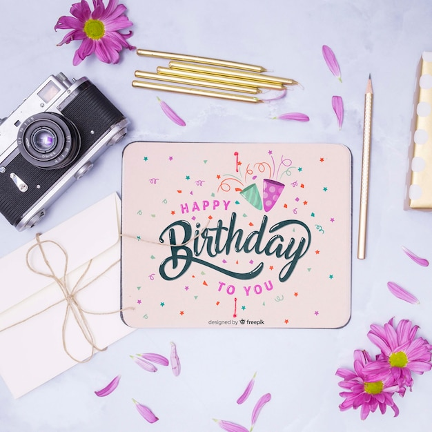 Happy birthday mock-up with retro camera top view Free Psd