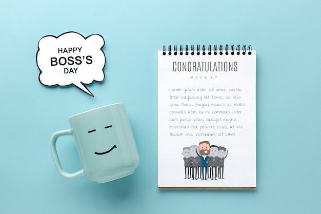 Счастливый день босса с кружкой и блокнотом Бесплатные Psd