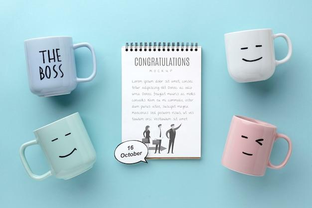 ノートとマグカップで幸せな上司の日 無料 Psd