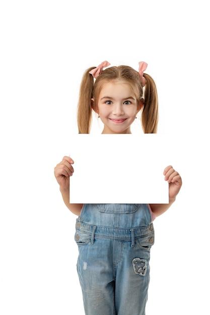 Happy cute child girl holding empty blank Premium Psd