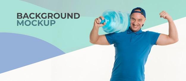 Счастливый доставщик, держащий большую бутылку воды Бесплатные Psd