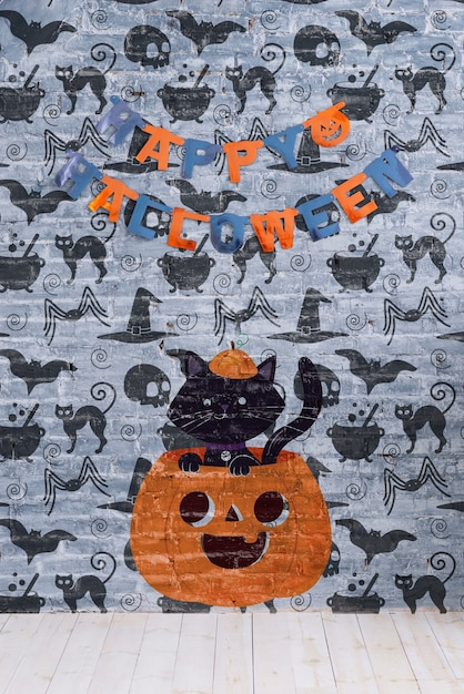 Happy halloween garland and pumpkin with cat on it Free Psd