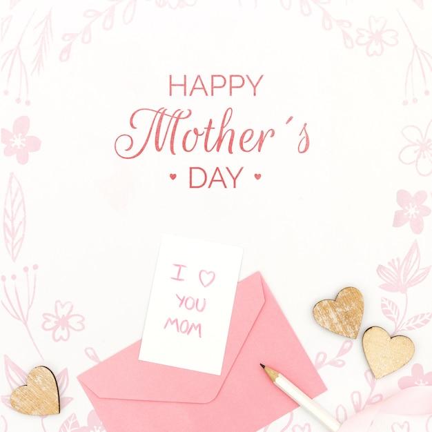 Festa della mamma felice con con la carta e la busta del messaggio Psd Gratuite
