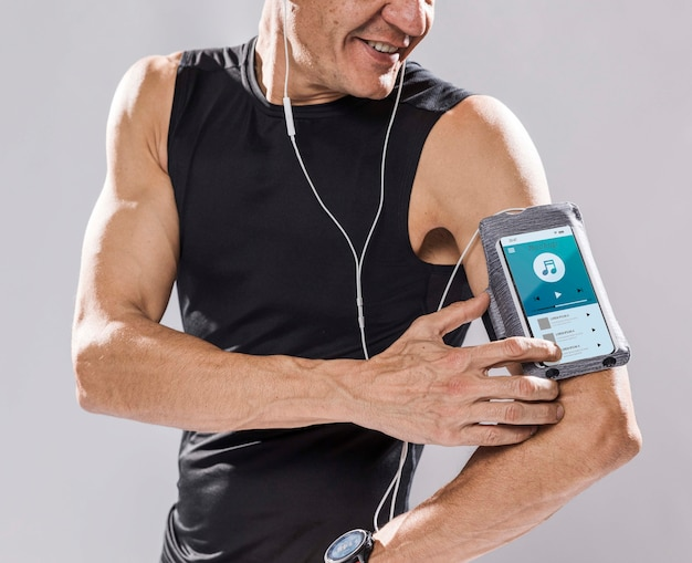 Happy runner with smartphone mock-up Free Psd