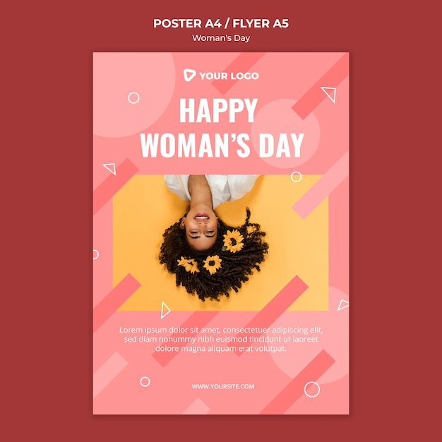 彼女の髪に花を持つ女性と幸せな女性の日のポスターテンプレート 無料 Psd