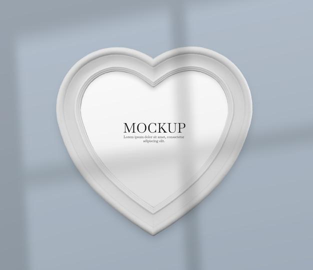 Cornice cuore bianco con mockup ombra Psd Gratuite