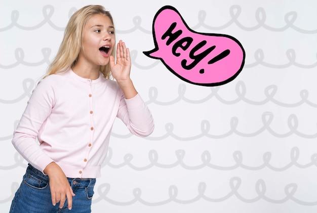 Привет! милая молодая девушка в белой рубашке Бесплатные Psd