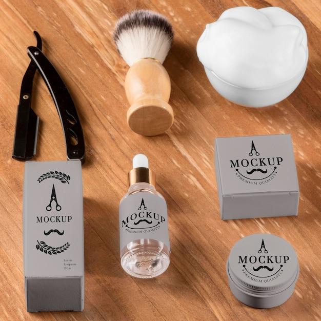 Pennello e siero ad alto angolo di prodotti da barbiere Psd Gratuite