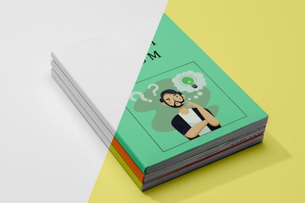 高角度の本のモックアップ 無料 Psd