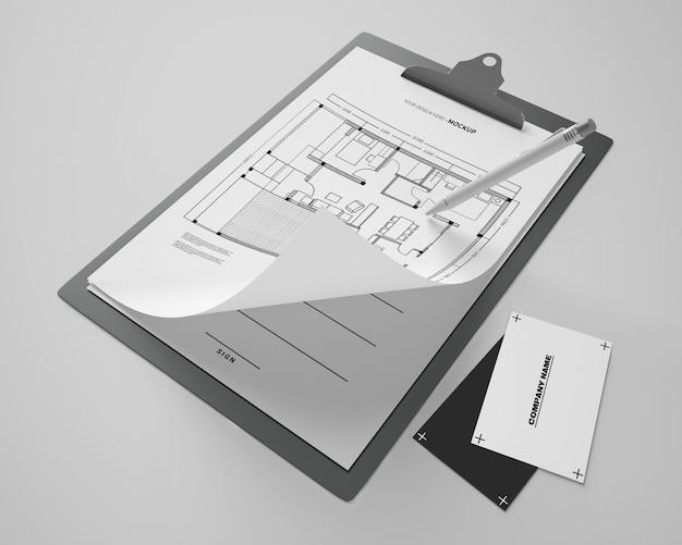 Alto angolo di blocco note mock-up con carte e penna Psd Gratuite