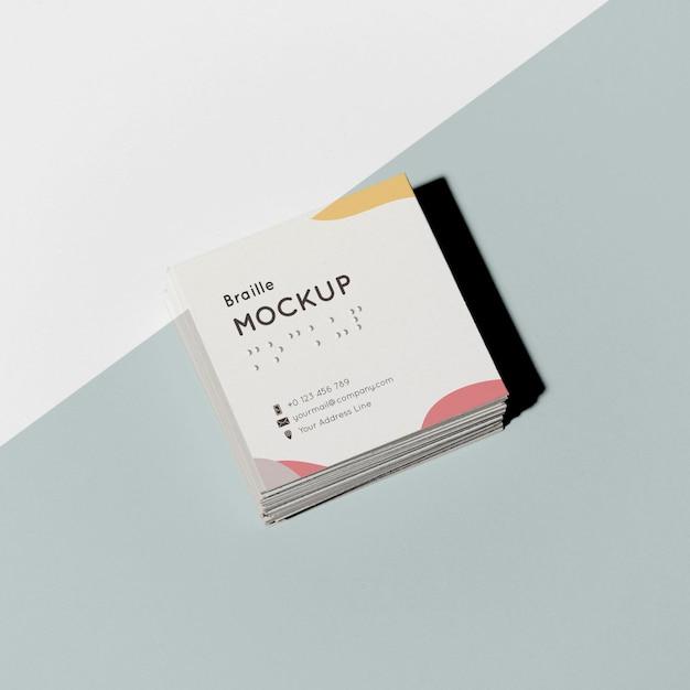 Визитные карточки с высоким углом наклона и рельефным шрифтом брайля Бесплатные Psd