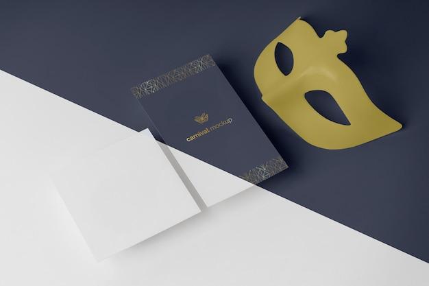 マスク付きの単純なカーニバルの招待状の高角度 無料 Psd
