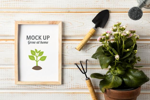 フレームモックアップ付きの家庭菜園の手配 Premium Psd