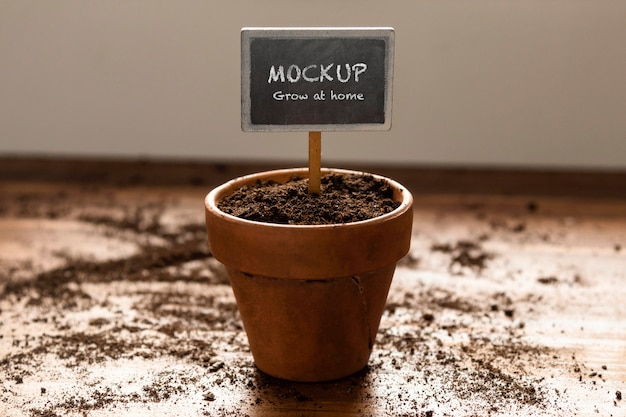 植物フレームのモックアップを使用した家庭菜園の手配 無料 Psd