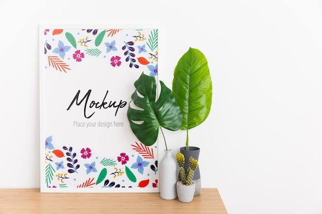 Комнатная композиция с макетной рамой и растением Бесплатные Psd
