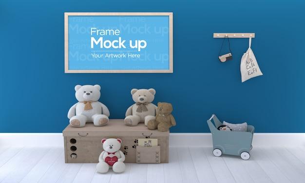 Детская фоторамка mockup design с плюшевым мишкой на деревянной коробке Premium Psd