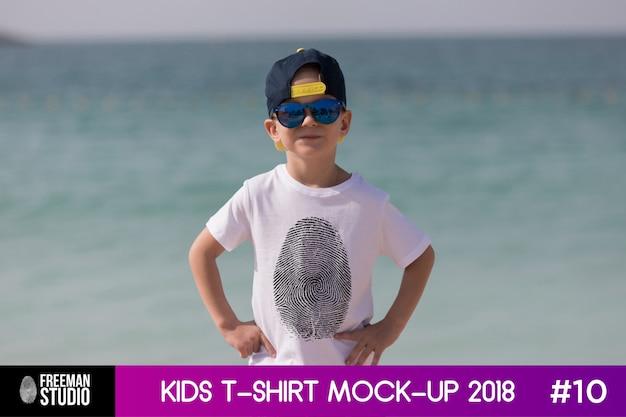 Kids t-shirt mock-up Premium Psd