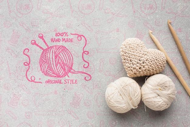 Cuori lavorati a maglia con mock-up Psd Gratuite