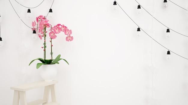 Лампы висят на белой стене и красивый декоративный розовый цветок Бесплатные Psd