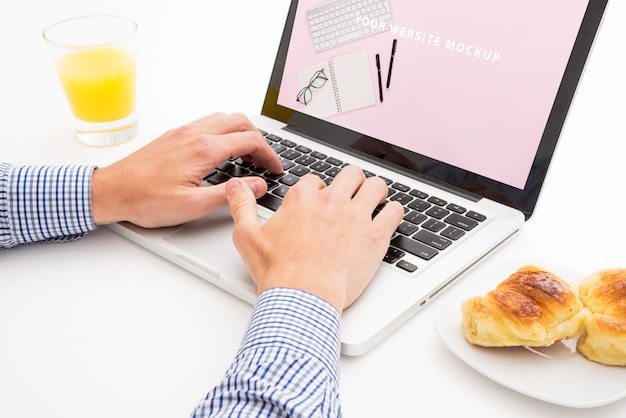 Laptop mockup with breakfast concept Free Psd