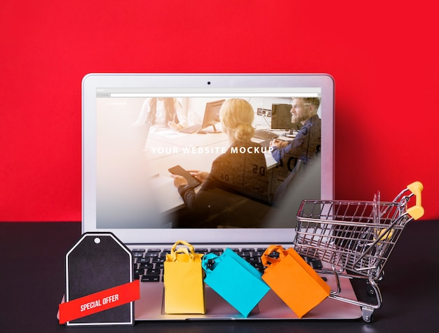 Laptop mockup with online shopping concept Free Psd