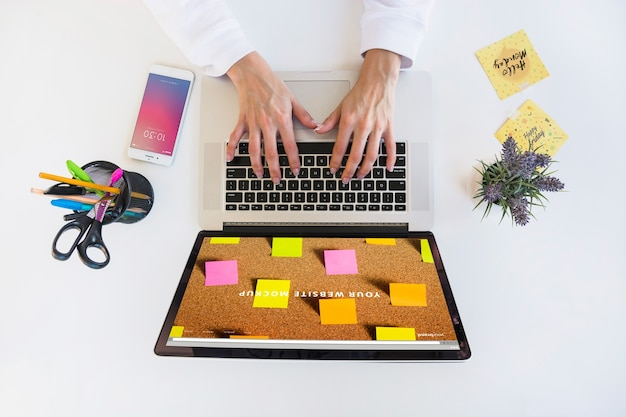 Laptop mockup with person typing on keyboard Free Psd