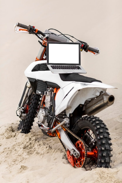 バイクのラップトップ 無料 Psd