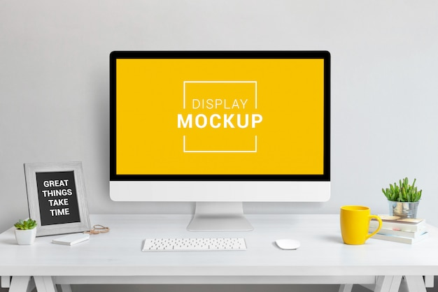 Laptop, tablet and phone mockup in office Premium Psd