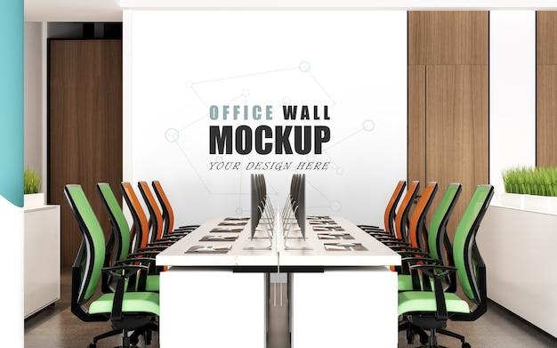 다채로운 의자 벽 모형이있는 넓은 작업 공간 프리미엄 PSD 파일