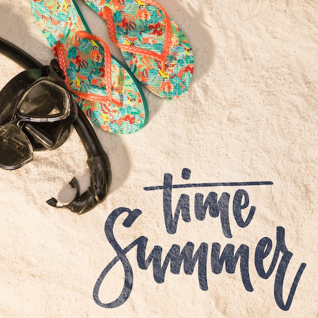 Lettering summer background with beach elements Free Psd
