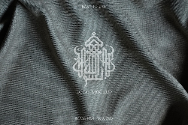 Дизайн макета логотипа на деталях ткани Premium Psd