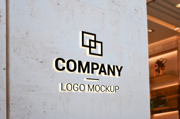 Logo mockup on empty entrance wall with light. branding Premium Psd