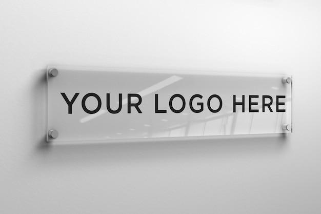 벽에 직사각형 유리판에 로고 모형 프리미엄 PSD 파일