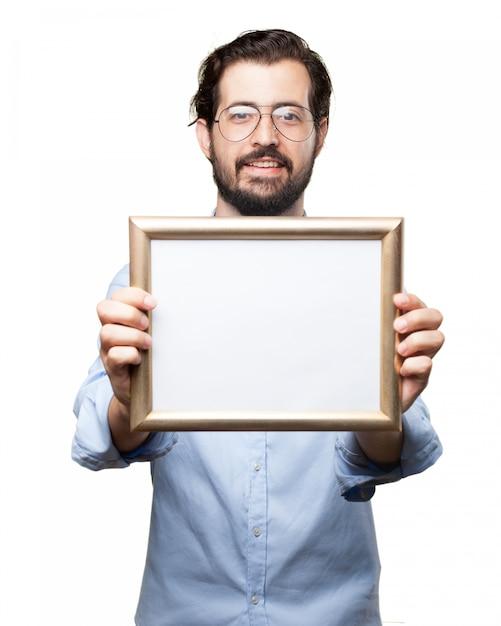 Человек в очках держит рамку Бесплатные Psd