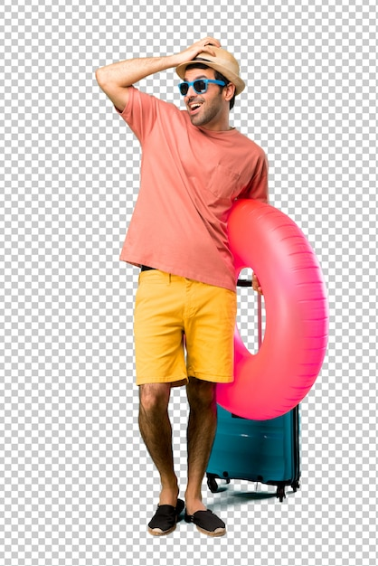 Man with hat and sunglasses on his summer vacation has just realized something and has intending the solution Premium Psd