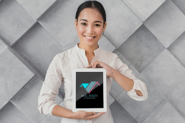 Medium shot of businesswoman holding a tablet with real estate Free Psd