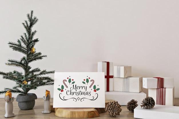 크리스마스 트리, 장식 및 선물 메리 크리스마스 인사말 카드 모형 프리미엄 PSD 파일