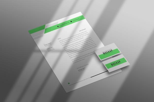 명함 모형이 포함 된 최소 레터 헤드 무료 PSD 파일
