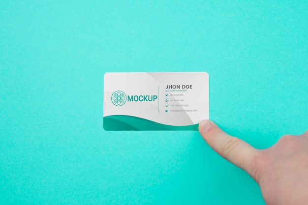 Minimalist business card mock-up on blue background Premium Psd
