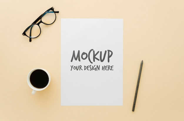 Idea mock-up minimalista con una tazza di caffè Psd Gratuite