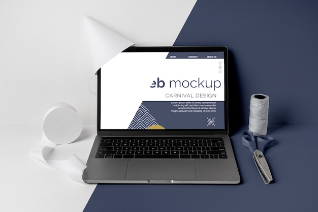 노트북과 가위로 미니멀리즘 카니발 모형 프리미엄 PSD 파일