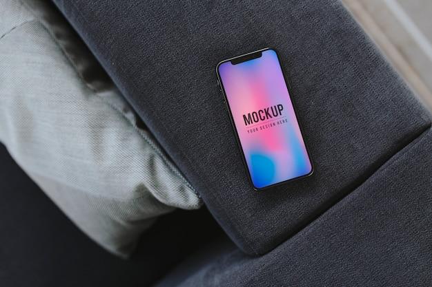 Мобильный телефон с красочным фоном Бесплатные Psd