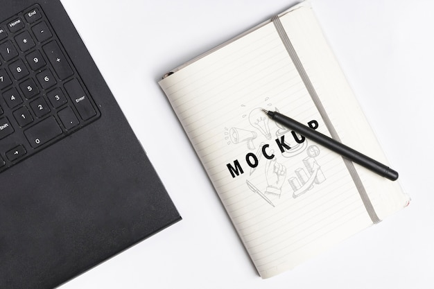 Mock-up desktop concept with laptop Free Psd