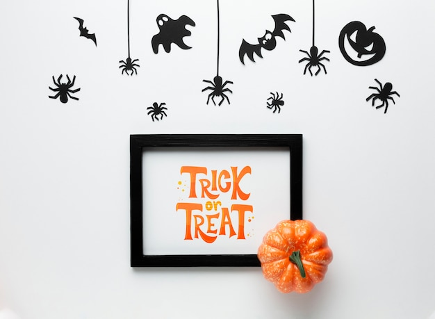 Mock-up halloween frame with trick or treat Free Psd