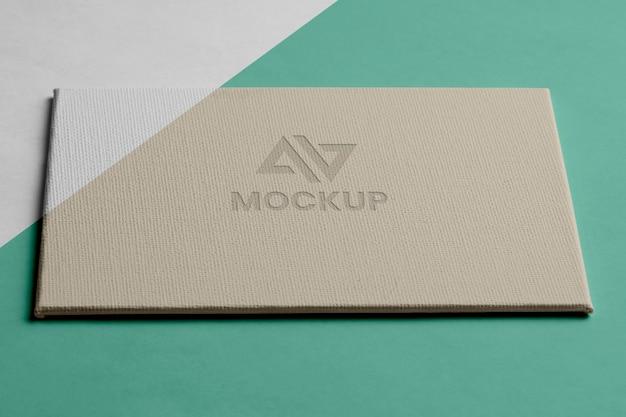 비즈니스 높은보기를위한 모형 로고 디자인 무료 PSD 파일